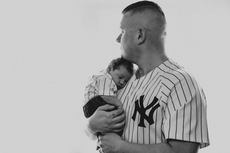 yankee-fan-dad-newborn